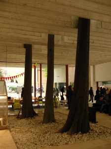 People meet in Architecture - Biennale di Venezia ...