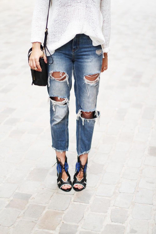maglione bianco | jeans strappati | denim