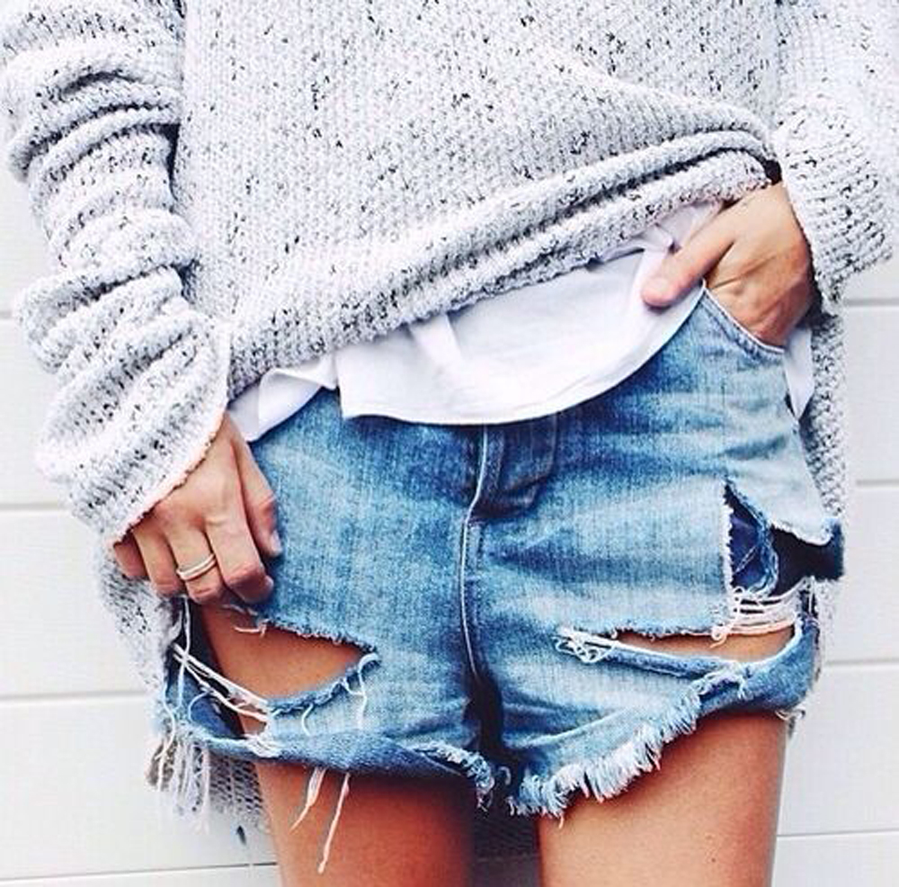 shorts in jeans strappati