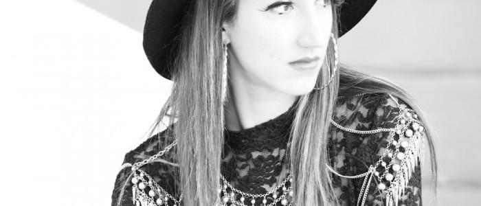 body chain gioiello | maglia in pizzo | cappello con tesa