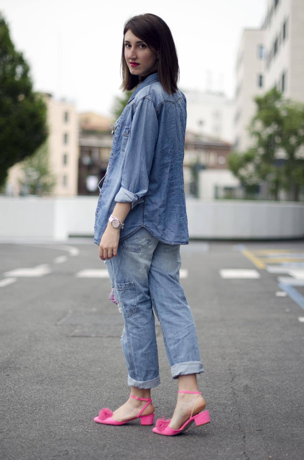 total denim outfit | abbinamenti salopette jeans | come indossare la salopette