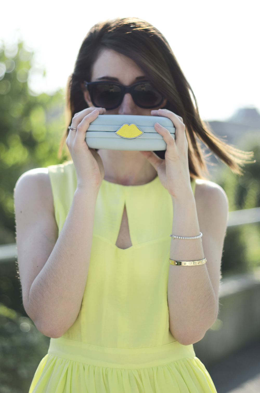 clutch | nice clutch | how to wear yellow