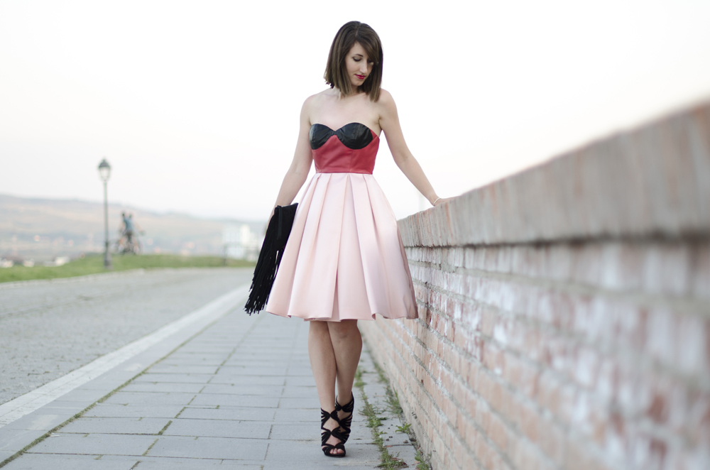 scollo a cuore | gonna ampia | vestito rosa