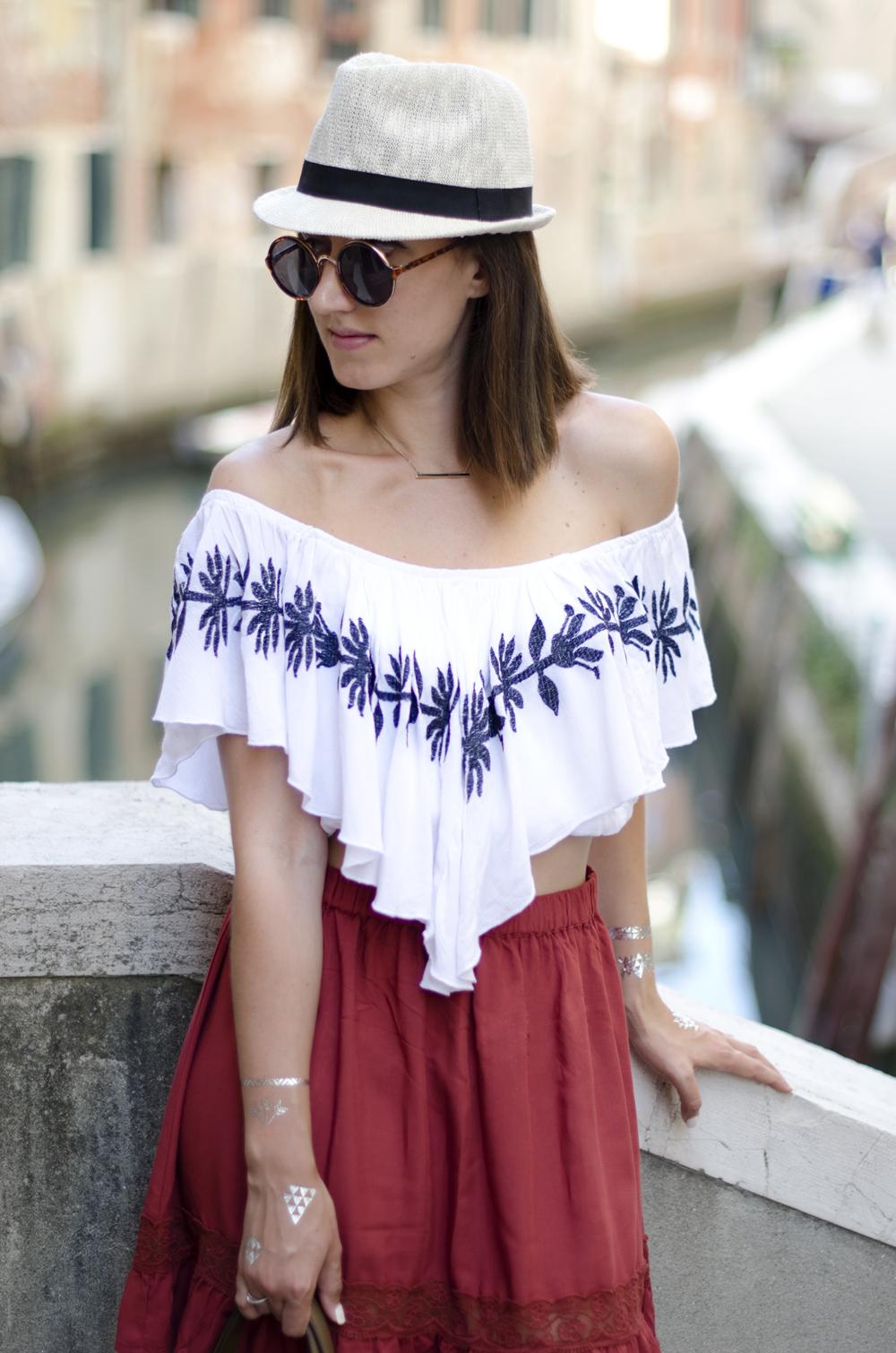 outfit per l'estate con infradito