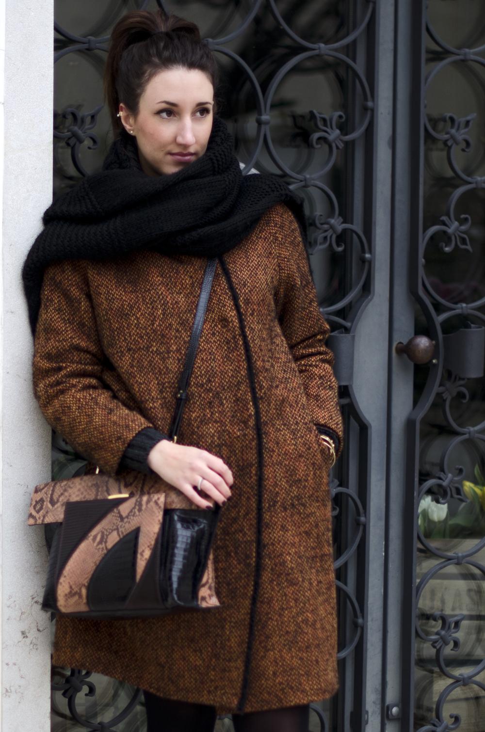 Maglione A Trecce E Cappotto Oversize Per Un Look Invernale
