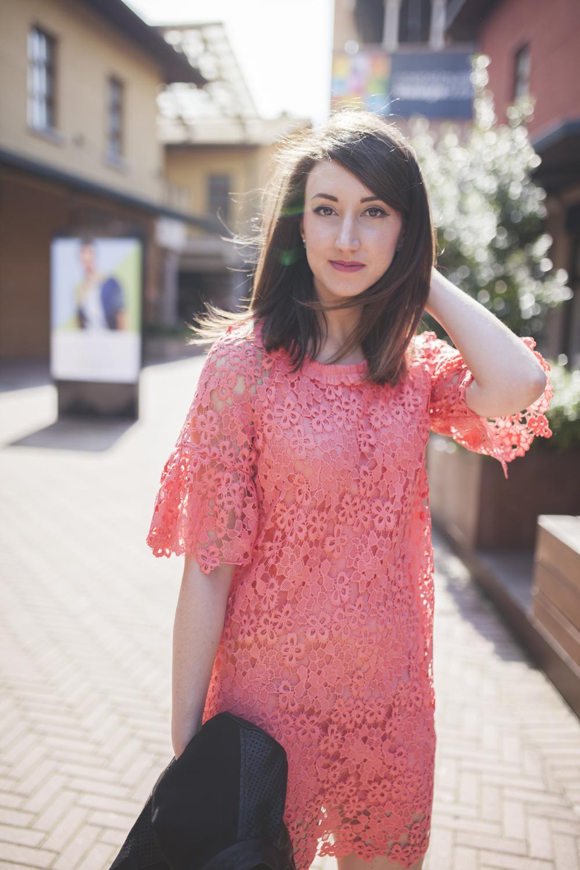 vestito rosa in pizzo scontato al castel guelfo the style outlets