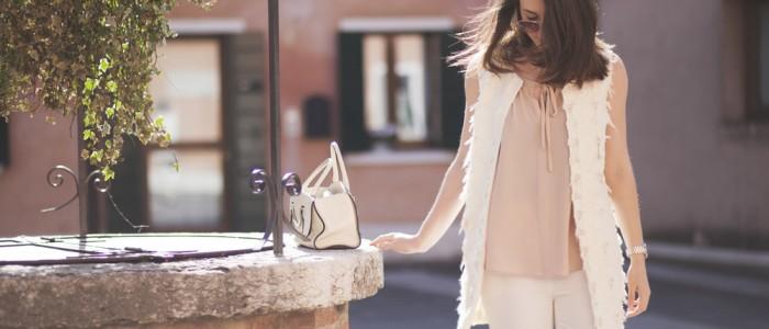 outfit elegante color cipria con abiti mariella rosati