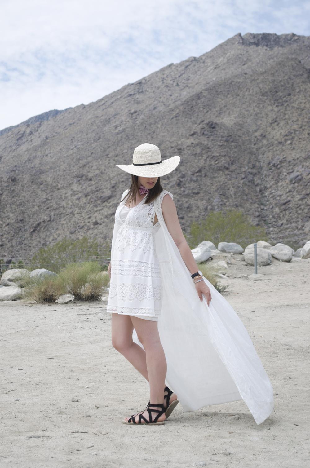 look per l'estate con cappello di paglia