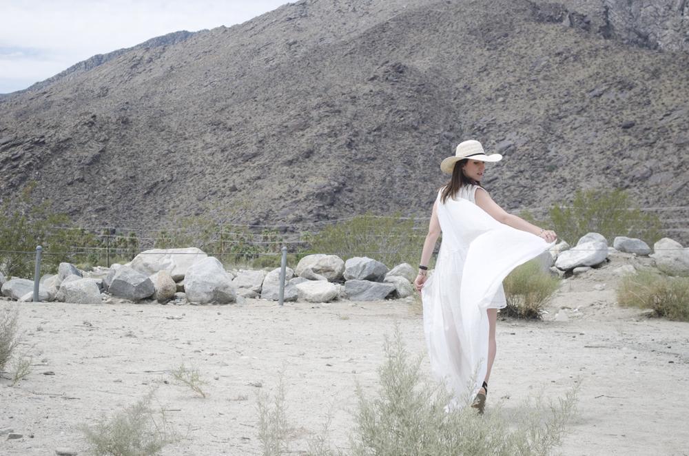 Un look total white a Palm Springs, nella Coachella Valley