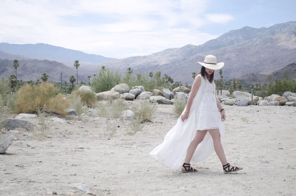 vestito in pizzo nel deserto
