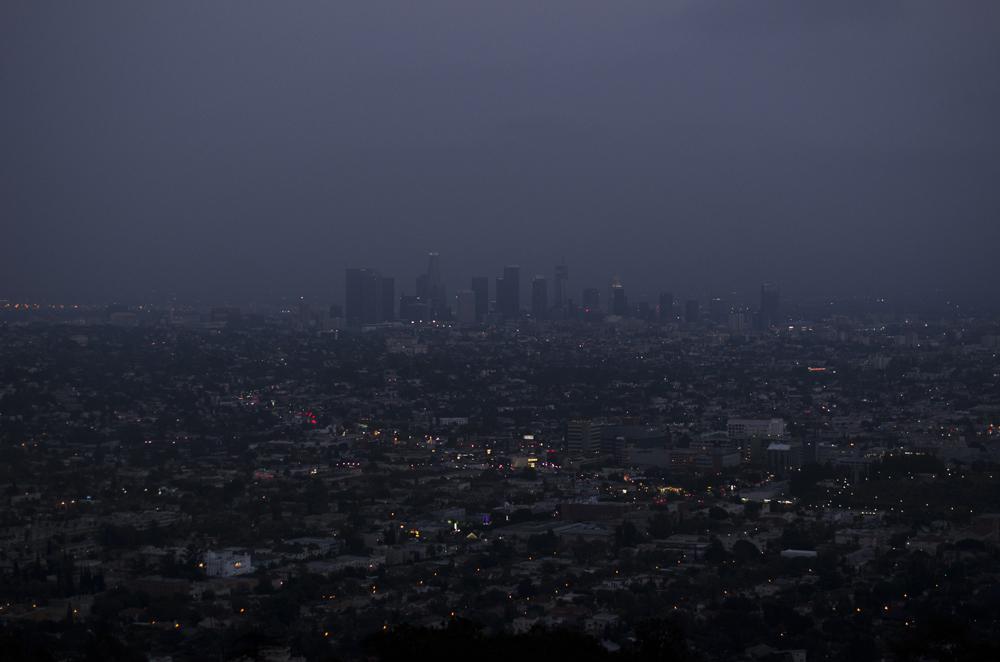 vista notturna sulla città di Los Angeles dall'osservatorio griffith