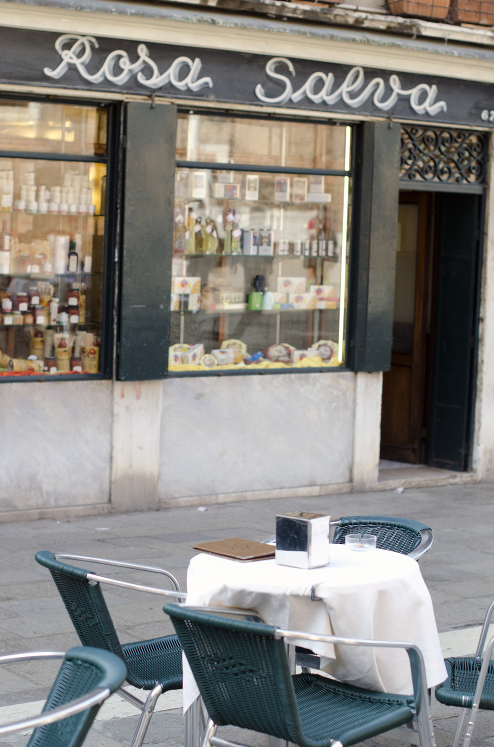 rosa salva è un locale dove degustare prodotti tipici a venezia