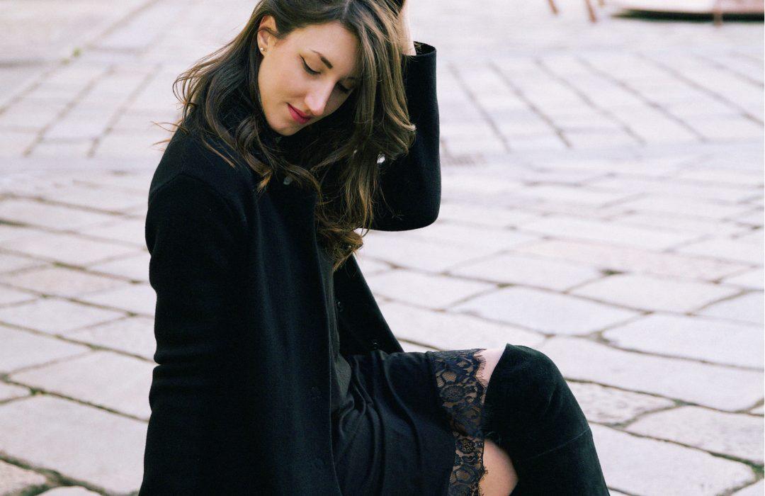 Slip dress e dolcevita, l'abito sottoveste in inverno lo porto così