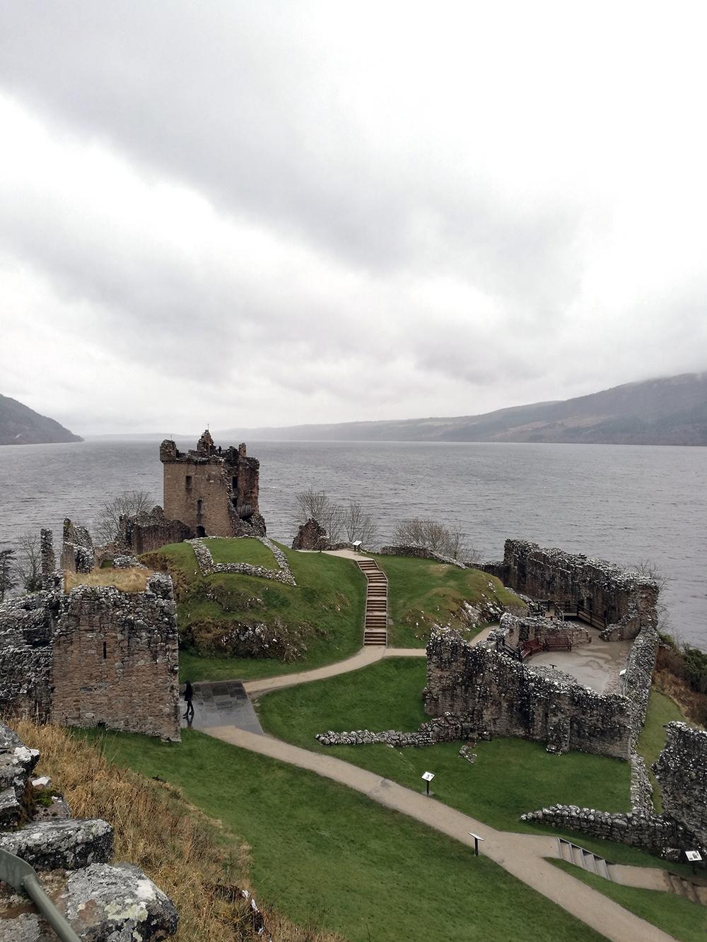 visitare il lago di lochness e castello di Urquhart