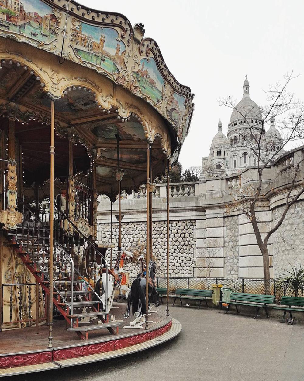cosa fotografare a parigi: il carosello ai piedi del sacro cuore