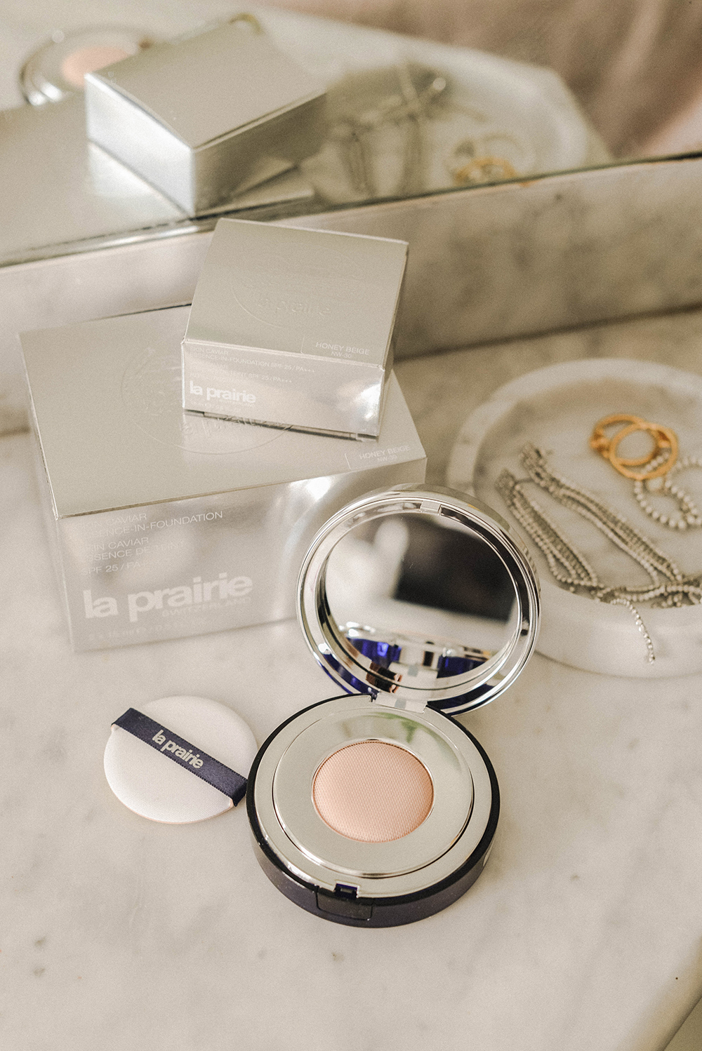 la prairie fondotinta 2018 Essence in Foundation Skin Caviar Collection