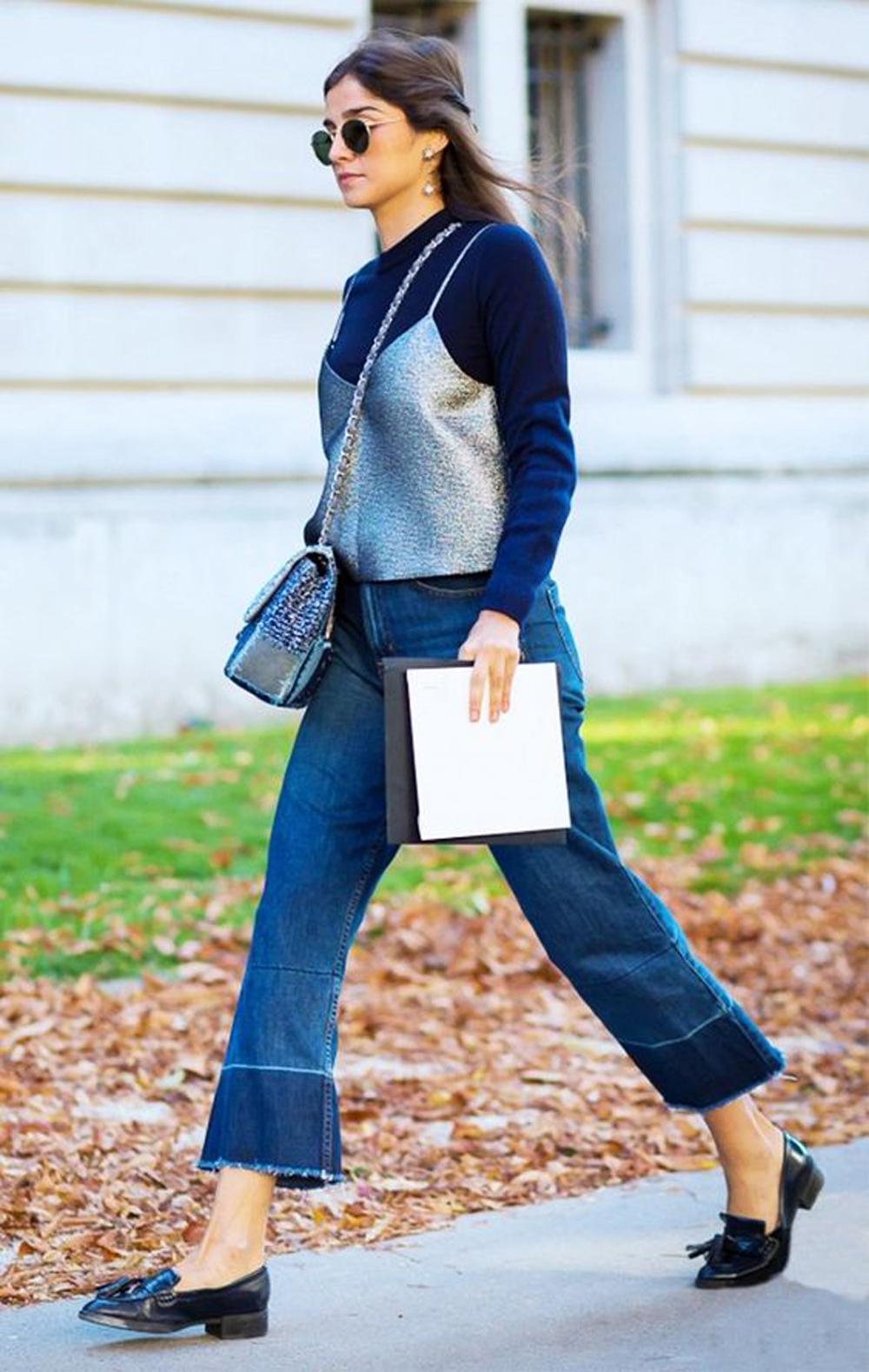 jeans a campana sfilacciati