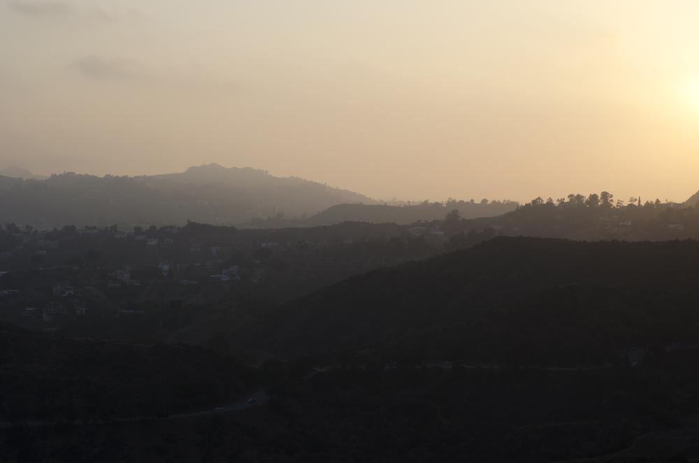 tramonto sulle colline di hollywood in california