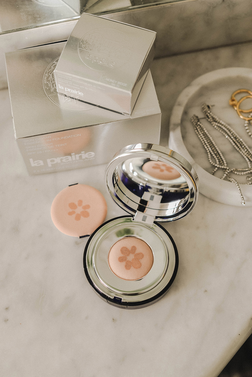 la prairie nuovo fondotinta 2018 Essence in Foundation Skin Caviar Collection-2