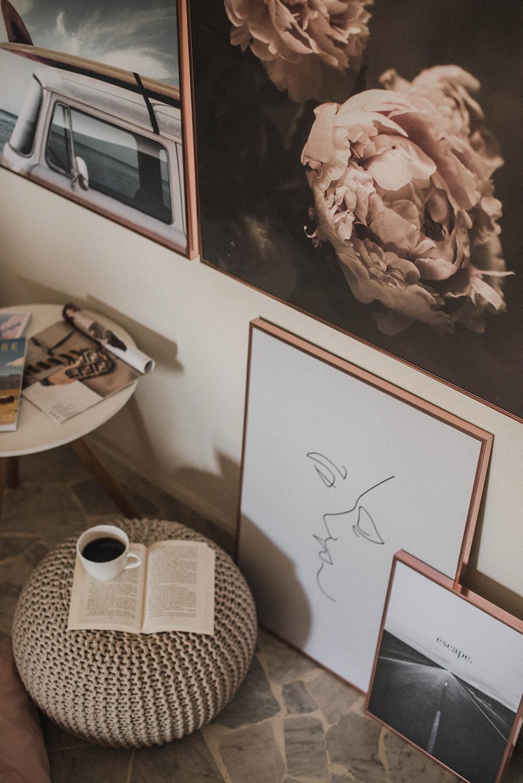 composizione quadri e cornici parete