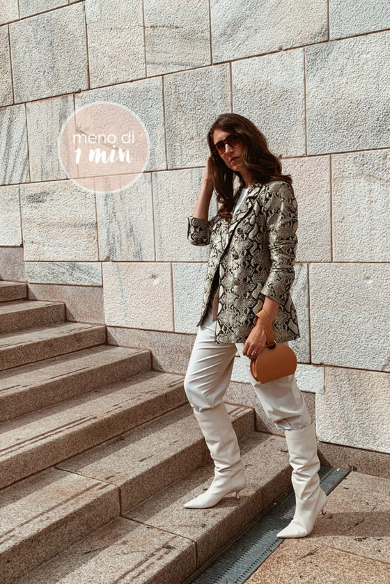 outfit stivali pelle bianchi blazer pitone